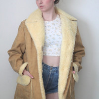 Vintage 70s Western // Sherpa Lined Faux Suede Jacket // Oversized // Vegan // Tan Brown Cream // One Size / Small Medium Large