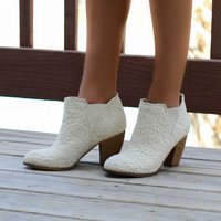 SZ 7.5 NOT RATED Hamilton Cream Lace Booties