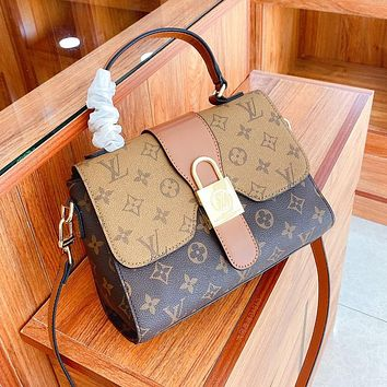 Louis Vuitton LV large-capacity new style flap single-shoulder messenger bag