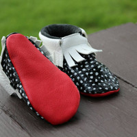 Baby moccs, Baby Moccasins, polka dots moccs, baby girl moccasins, black and white polka dots, toddles moccasins, leather baby moccasins