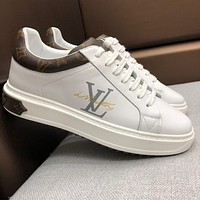 LV Louis Vuitton 2019 new letter printing low to help thick-soled casual sports men's shoes white