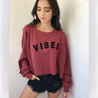VIBES CROP SWEATER - RUST