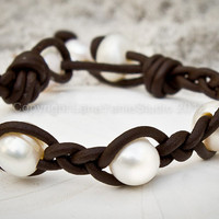 Freshwater pearls and leather bracelet - leather and bracelet - pearl bracelet - organic bracelet -Dryada