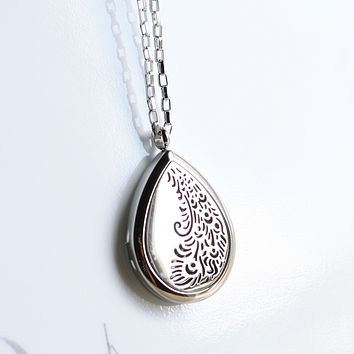 """Aromatherapy Essential Oil Diffuser Necklace - Stainless Steel Jewelry - Hypo-allergenic 316L Surgical 30 mm Locket Pendant with 24"""" Chain & 3 Washable Pads (Model Peacock)"""