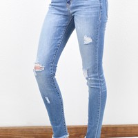 Mid Rise Frayed Hem Distressed Skinny Jeans {M. Light Wash}