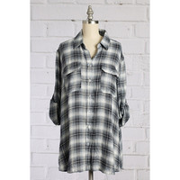 Button Up Flannel top, Grey. (Size M)