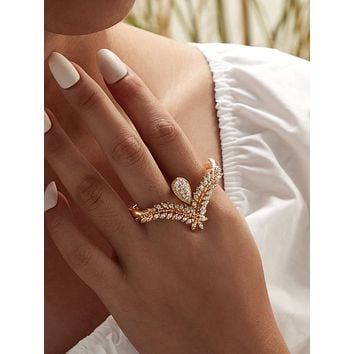 Rhinestone Engraved Leaf Ring 1pc