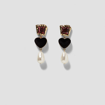 GLASS EARRINGS WITH HEART AND FAUX PEARL DETAILS