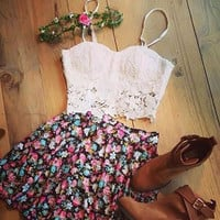 Feelingirl 2015 New White Appliques Casual Crop Top And Skirt Set Off 2 piece set women Sexy V-Neck Strap Mini Print Skirts = 1697091396