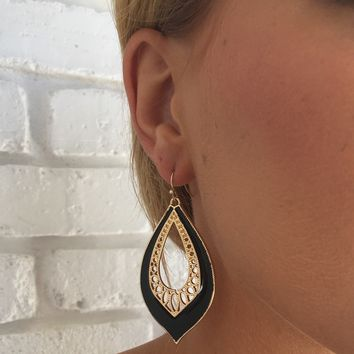 Gala Earrings In Black