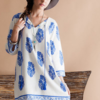 Boarder printed shift dress featuring v-silhouette neckline with cotton tassel