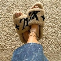 LV Louis Vuitton Hot Sale Fashion Women's Fur Slippers Personalized Sandals 2