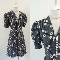 1960s black & white graphic daisy dots print dress Mod pouf sleeve babydoll mini // plastic buttons tie back // size XL