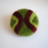 Needle felted brooch, geometric pattern, round brooch, green and burgundy, badge brooch, army style inspired stripes brooch, on sale