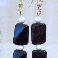 Vintage 80's Black & White Double Twisted Square Glass Bead Earrings, Retro, Mod, Casual, Classic Style, Simple Elegance, Fashion Jewelry