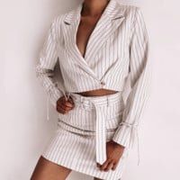 The new hot seller is a stylish, long-sleeved lapel two-piece jacket