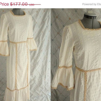 ON SALE Wedding Dress // Vintage 1970s Light Cream Boho Mexican Wedding Dress with Raffia Trim and Great Bell Sleeves Size M 28 waist