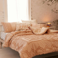 Chloe Tufted Medallion Comforter | Urban Outfitters