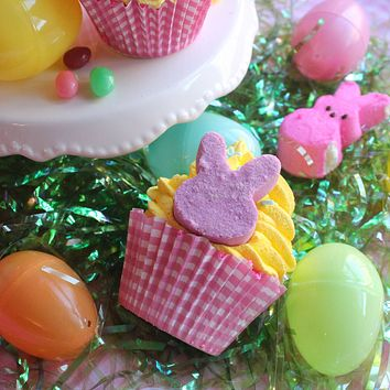 Hoppy Easter Cupcake Bath Bomb