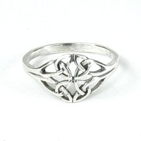 Dainty Sterling Silver Celtic Knot Triquetra Ring Size 7