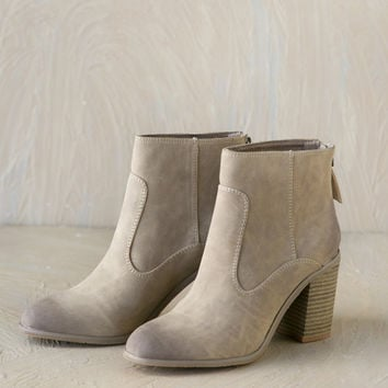 BC Footwear: Easily Per-Sueded Boot