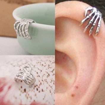 Skeleton Hand Ear Clip