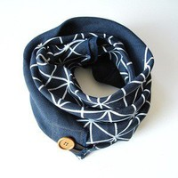 R&L Goods ? Linen Button Scarf - White on Navy
