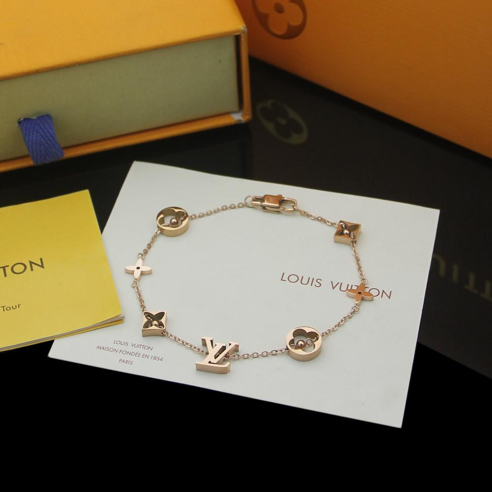 Image of lv louis vuitton woman fashion accessories fine jewelry ring chain necklace earrings 94