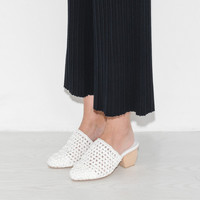 Intentionally Blank Jentry Woven Mule in White | The Dreslyn