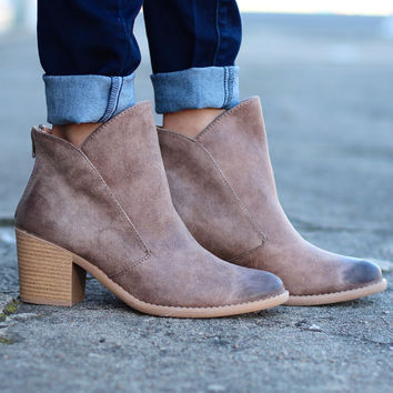Tobin Oil Finish Bootie {Taupe}