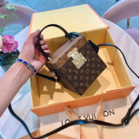 LV Women Shopping Leather Louis Vuitton Monogram Canvas Petite Malle Leather Strap Handbag Article