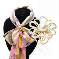 New Arrival Scarf Brooches For Women Imitation Pearl Scarf Buckle Clips Rhinestone Brooch Flower Collar Brooch Accessories