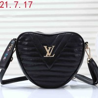 LV 2019 early spring new NEW WAVE HEART pockets diagonal package Black