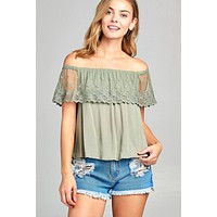 Ladies off the shoulder w/lace ruffle crinkle gauze woven top