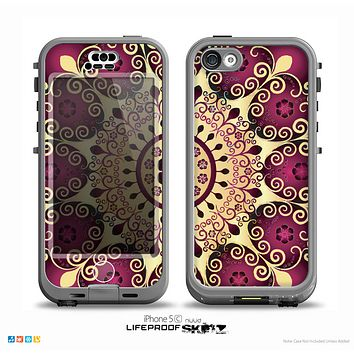 The Mirrored Gold & Purple Elegance Skin for the iPhone 5c nüüd LifeProof Case